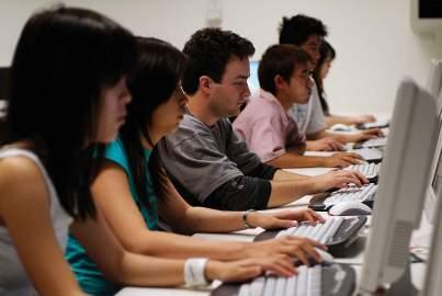 """Cabinetul de informatică de la liceul """"onisifor ghibu"""" din orhei."""